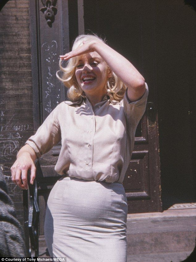Never-before-seen picturess Marilyn Monroe pregnant by Yves Montand
