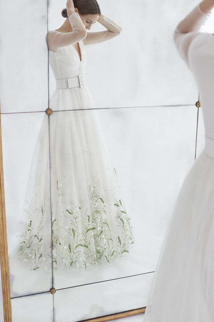 The 12 Most Jaw-Dropping Wedding Dresses From Bridal Fashion Week ...