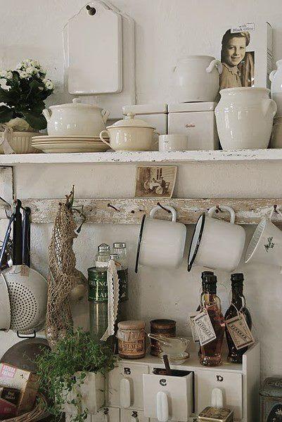 Idee romanticissime per delle mensole fai da te stile shabby idee casa rangement cuisine - Ripiani interni cucina ...