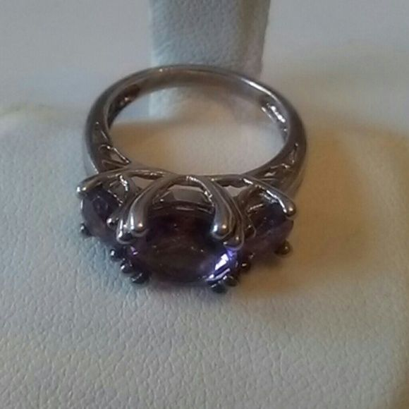Drop price.Sterling silver ring w..Amethyst stone. Vintage beautiful piece. Jewelry Rings