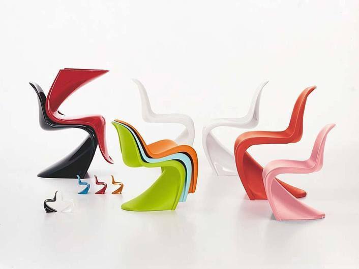 Panton Chair predstavuje klasiku v histórii nábytkového dizajnu. V roku 1960 vytvoril Verner Panton túto stoličku so spoločnosťou Vitra pre sériovú výrobu. Bola to prvá stolička vyrobená z plastu a z jedného kusu. Stolička Panton získala množstvo medzinárodných ocenení a je zastúpená v kolekcii mnohých prominentých múzeí. Vďaka svojmu expresívnemu tvaru sa stala ikonou 20.storočia. Matná Panton Chair je vhodná aj na vonkajšie použitie.