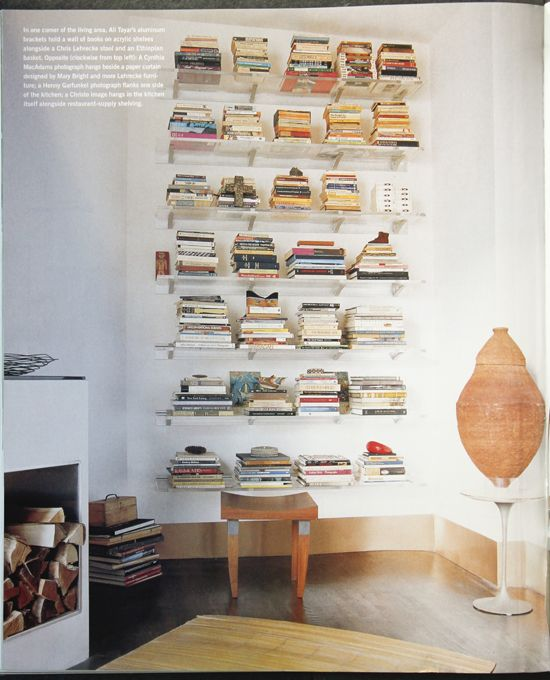 love how they stacked their books Salle à manger Pinterest