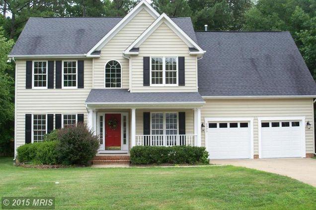 Best Beige Siding Black Shutters Black Roof Cottage 400 x 300