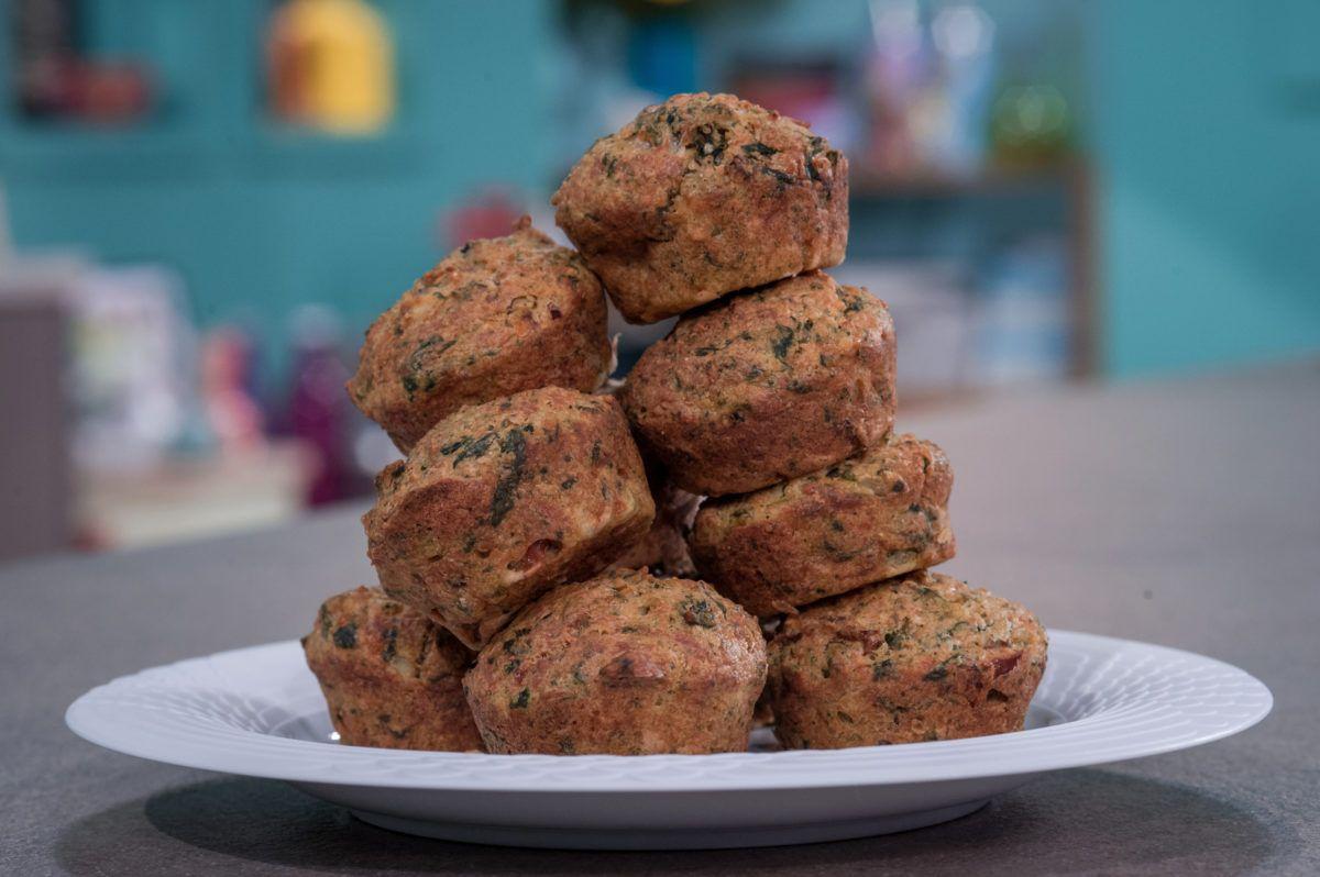 MUFFINS ΜΕ ΚΙΝΟΑ, ΣΠΑΝΑΚΙ, ΑBΓΑ & ΛΙΑΣΤΕΣ NΤΟΜΑΤΕΣ - ΣΕΦ ΣΤΟΝ ΑΕΡΑ #spinach #quinoa