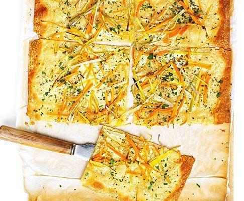 Flammkuchen Mit Lauch Und Karottenstreifen Rezept Saisonkuche Flammkuchen Lecker Pizza Rezepte