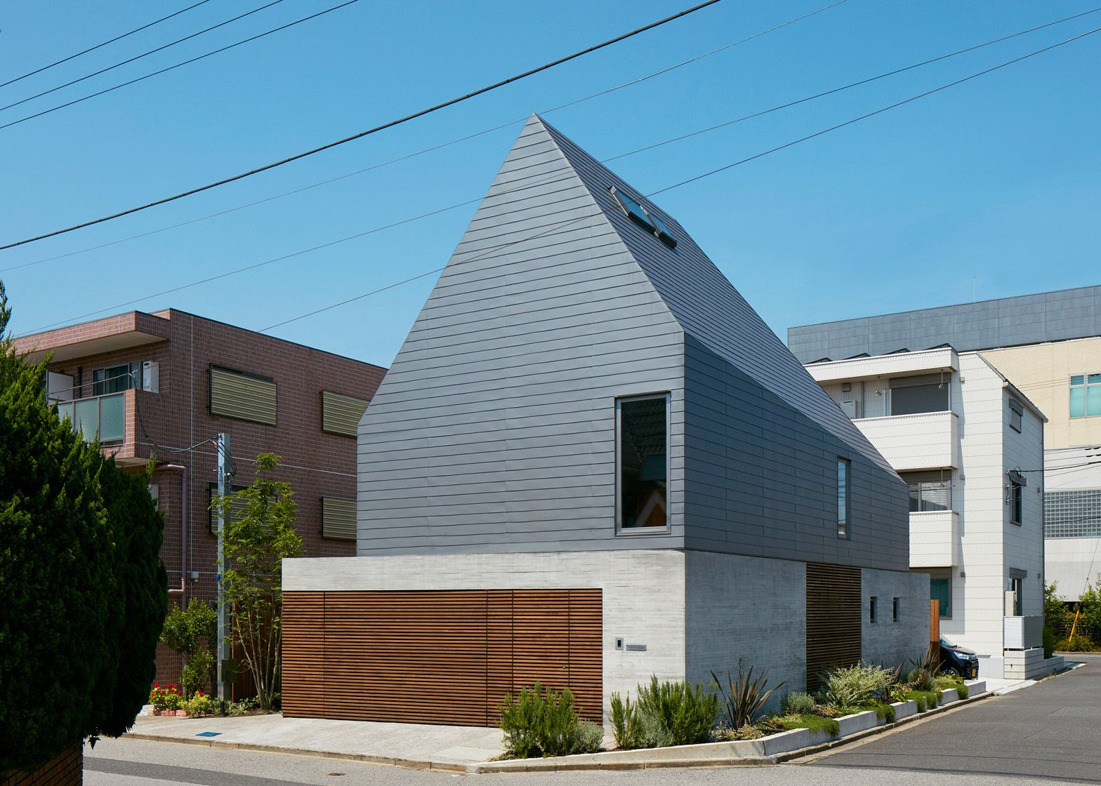 kentaro ishida adds stripy steel skin to asymmetric house in japan - Japanese Architecture Small Houses