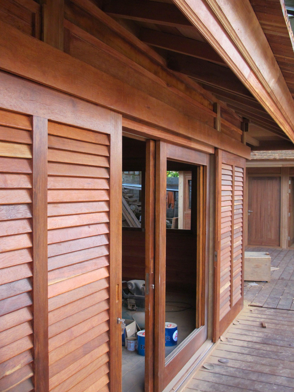 Fabrication en atelier maison en bois en kit maison bois cottage house et building for Fabricant maison bois