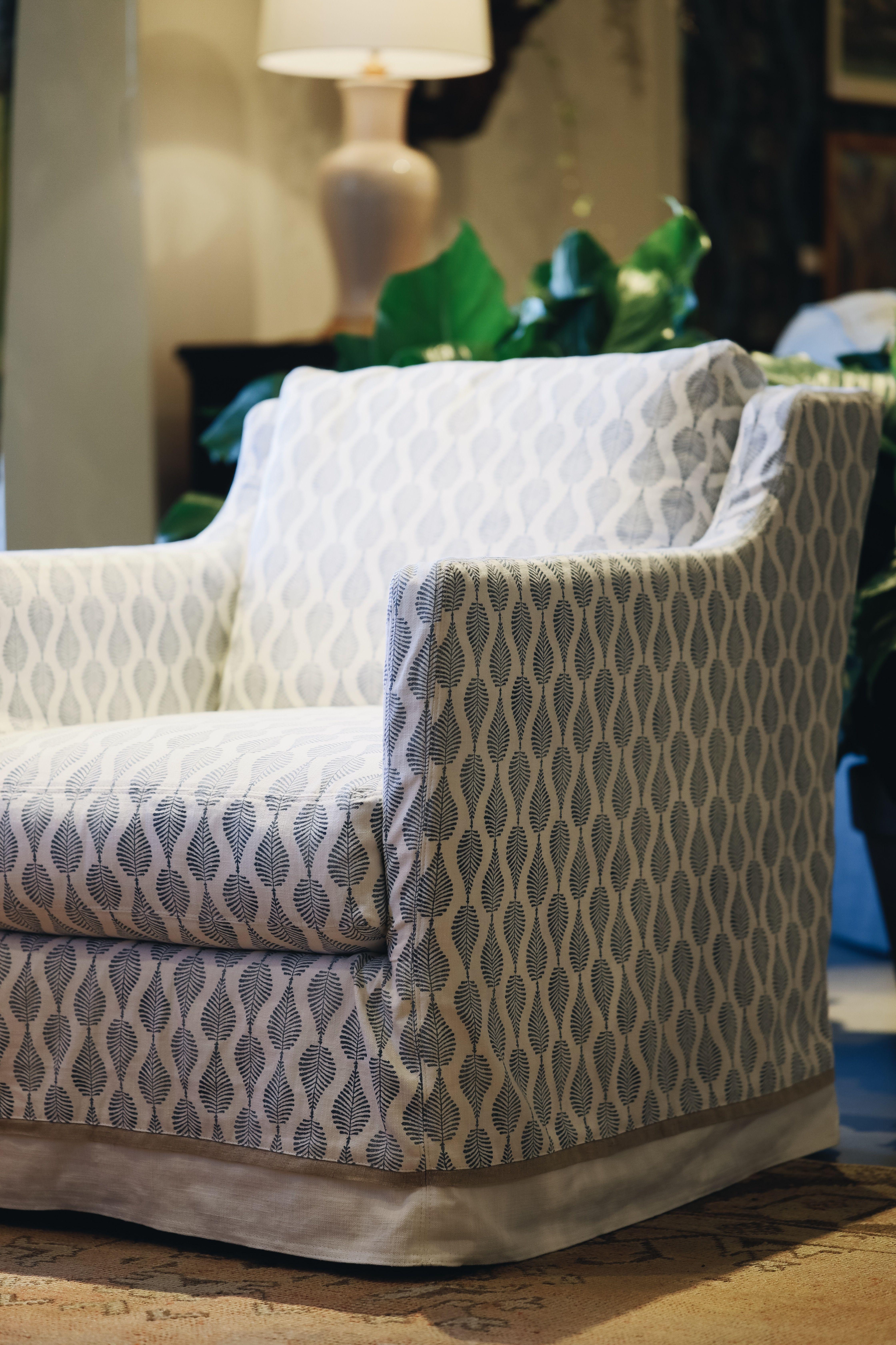 Lee Industries C1401 01sw Slipcovered Swivel Chair In 2020 Chair Swivel Chair Slipcovers