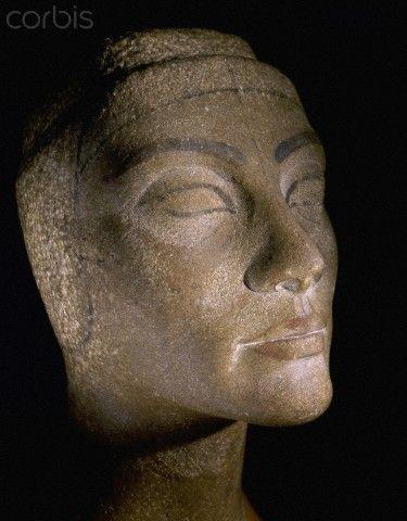 ancient egyptian sculpture head of nefertiti sculpture