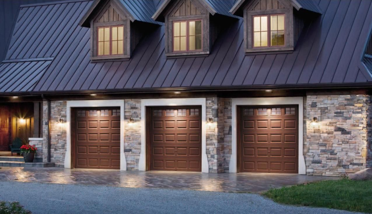 Garage With Living Space Above Our Best Insulated Garage Door Model 9200 Velting Overhea Carriage House Garage Doors Wooden Garage Doors Garage Door Design