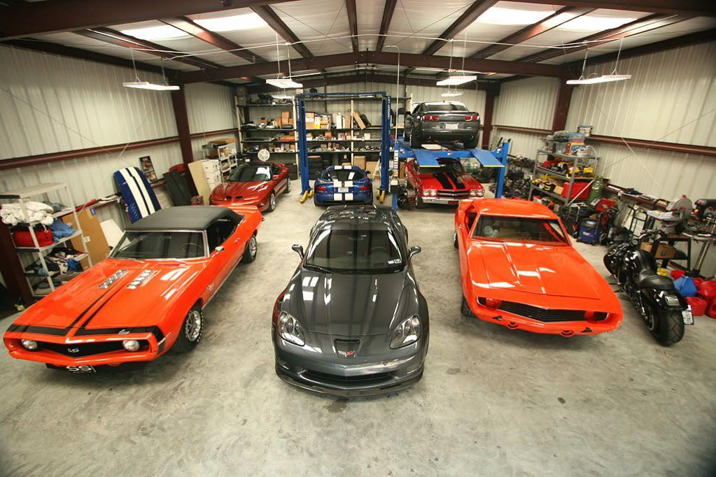 Size good, Hydro Lift and Ramp lift!! Dream car garage