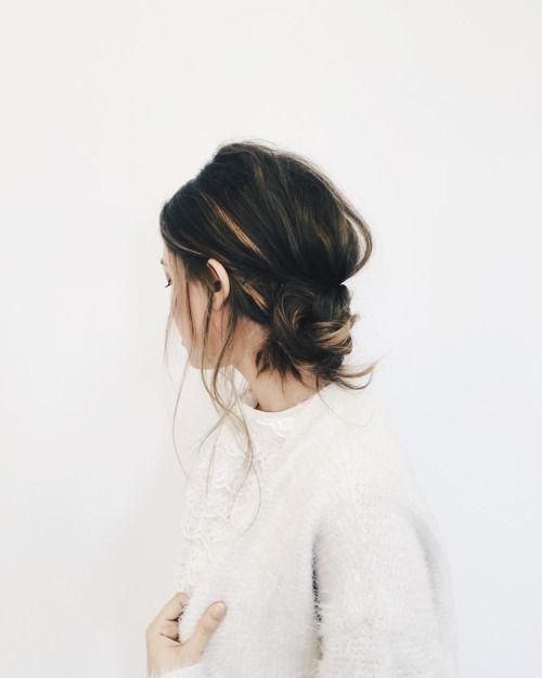 Low Messy Bun Locks Pinterest Cheveux Coiffure And Chignon