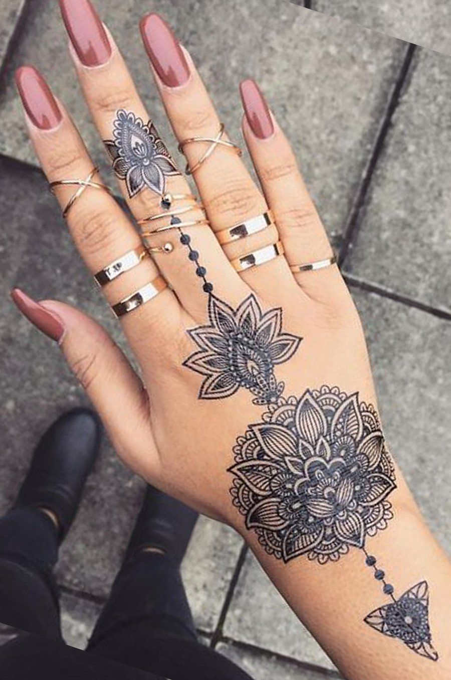 Schwarz Und Weiss Verschiedene Lotus Temporare Tatowierung Blatt Mandala Tatowierung Temporare In 2020 Hand Tattoos For Women Aztec Tattoo Hand Tattoos