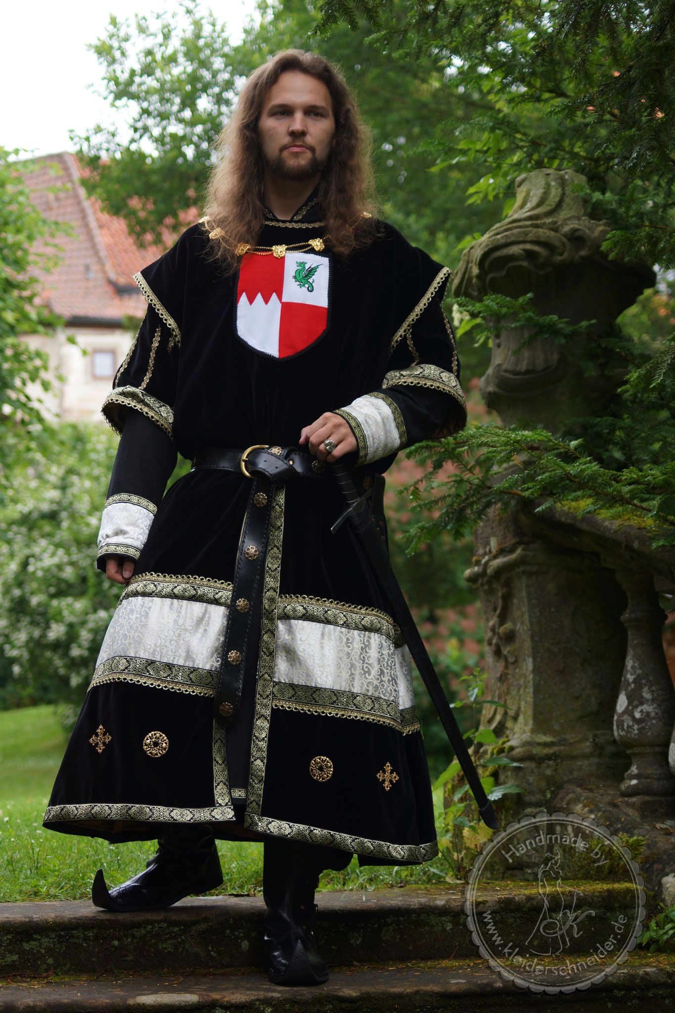 mittelalterliches Prunkgewand, Wappenrock, Waffenrock Maßanfertigung auf Wunsch www.kleiderschneider.de