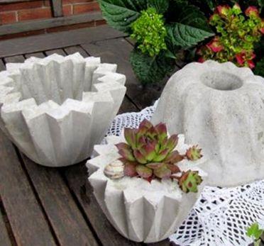 Zement-Kuchen oder dekorative Pflanzgefe lassen sich ...