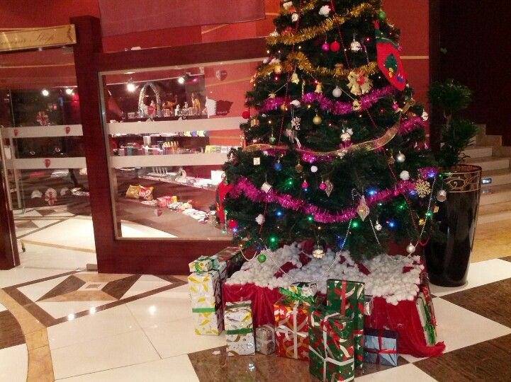 Beautiful Christmas Tree In A Hotel In Doha City Of Qatar Beautiful Christmas Trees Beautiful Christmas Christmas Tree