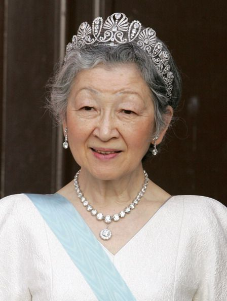 Her Imperial Majesty Empress Michiko Of Japan wears Honeysuckle tiara and awesome diamond reviere necklace during The Tercentenary Birthday Celebrations For Carl Linnaeus In Sweden Banquet At Uppsala Castle in May 2007