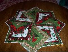 Free Round Quilted Table Topper Patterns Lzk Gallery Christmas Table Toppers Table Topper Patterns Christmas Patchwork