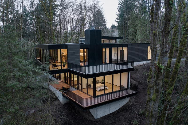 Trees Surround This Modern Hillside House In Portland Oregon Hillside House Portland Architecture Black House