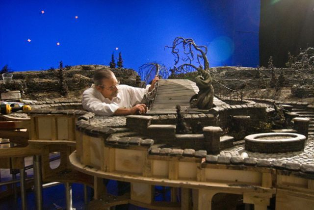 25 Behind The Scenes Movie Photos That Will Mess With Your Mind Scenes Coraline Behind The Scenes