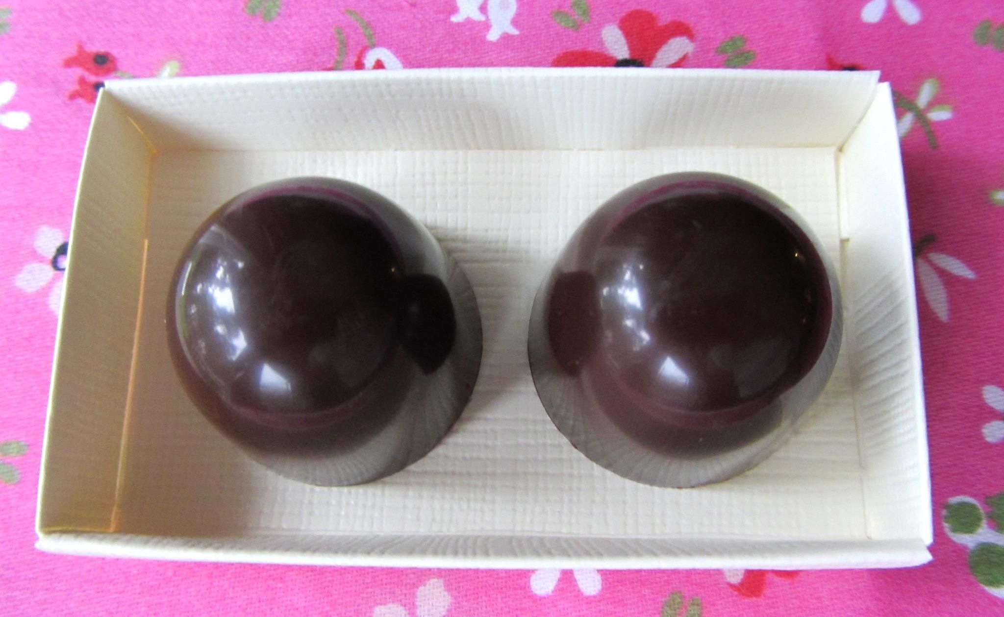 Fresh passion fruit pralines from the Swedish praline makers Cacaobönorna.