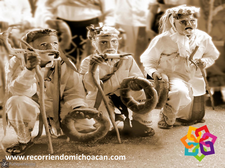 RECORRIENDO MICHOACÁN. Gracias a la tradición oral del pueblo Purépecha, se han rescatado muchos eventos y costumbres prehispánicas, como por ejemplo la danza de los Chelincillos, donde se representa la visión del universo y la creación del hombre Purépecha. El nombre del baile se debe al sonido de las sonajas que dirigen hacia los cuatro puntos cardenales. HOTEL ZIRAHUEN http://www.hzirahuen.com/