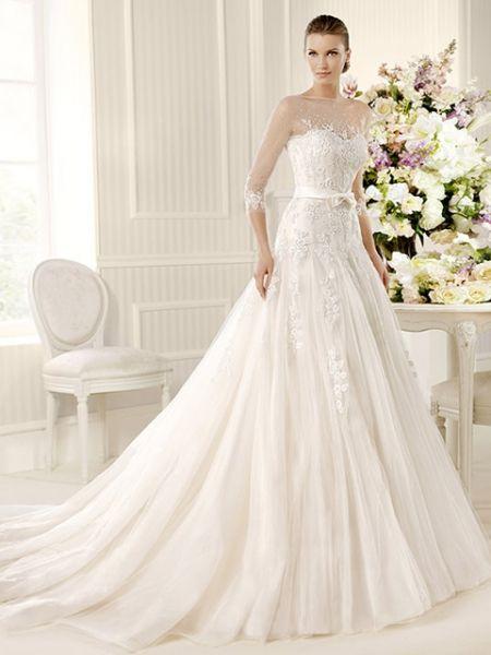 vestido de novia con mangas y cuello en transparencia de encaje