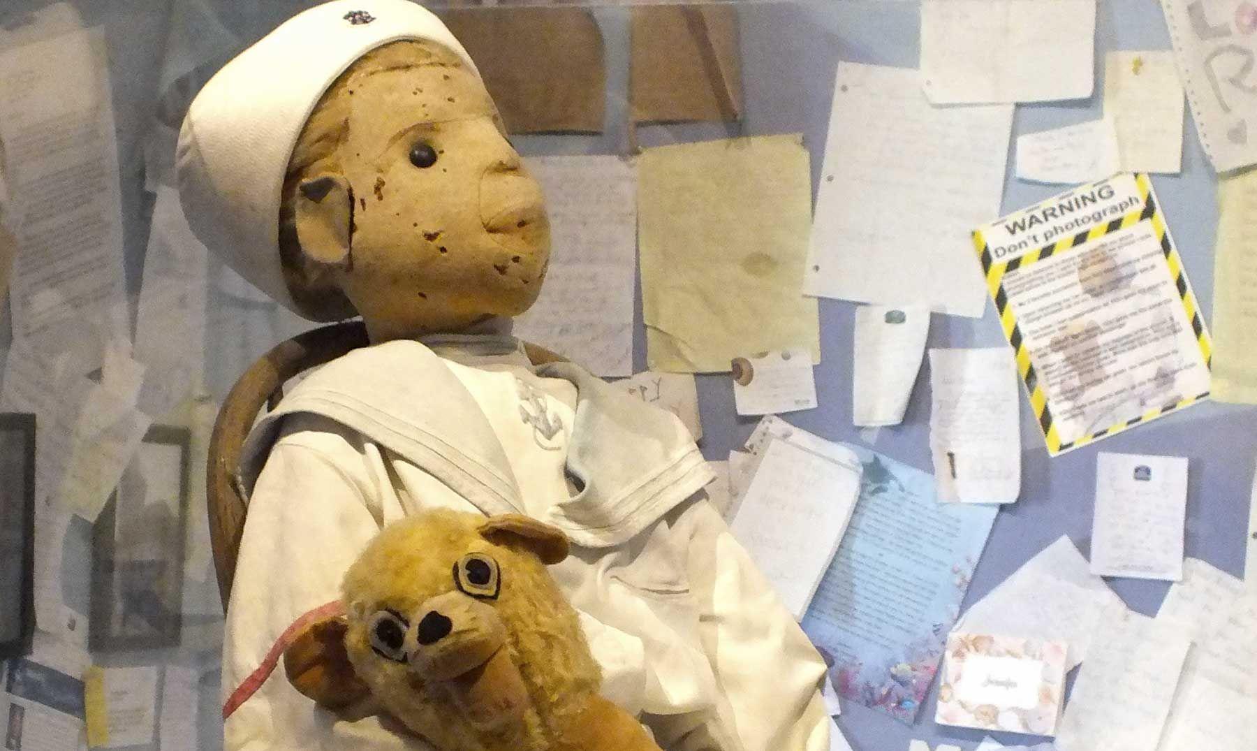 El muñeco Robert, una historia de terror real | Historia de terror, Muñecas embrujadas, Chucky