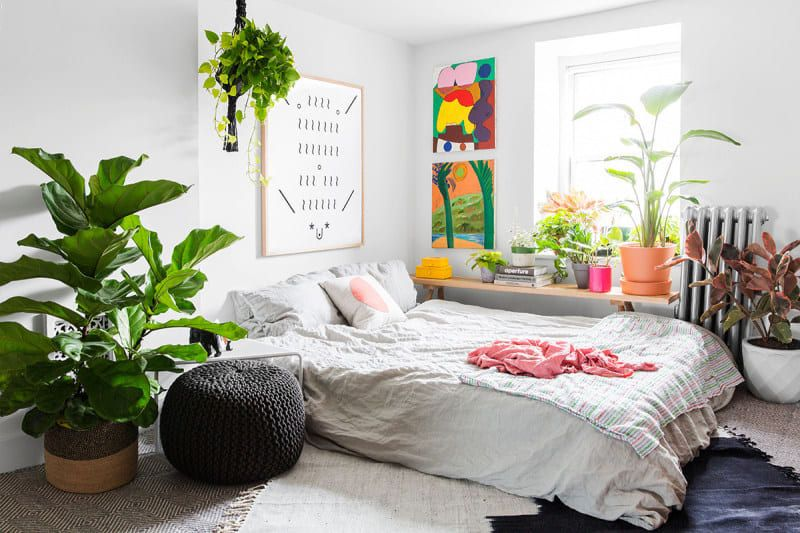 These Hacks Make It Easy To Style Your Bed On The Floor In 2020 Small Bedroom Decor Bedroom Interior Interior Design Bedroom