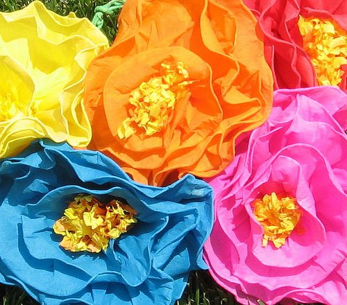 Mexican paper flowers a tissue paper flower pinterest tissue mexican paper flowers mexican paper flowers are made from flickr mightylinksfo