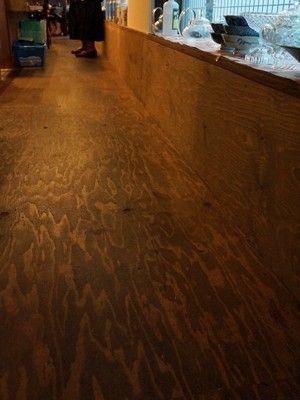 築50年リフォーム実例 中国茶カフェに大変身 合板の壁 構造用合板