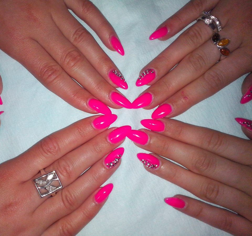 Neon pink nails #neon #pink | Nails | Pinterest | Neon pink nails ...