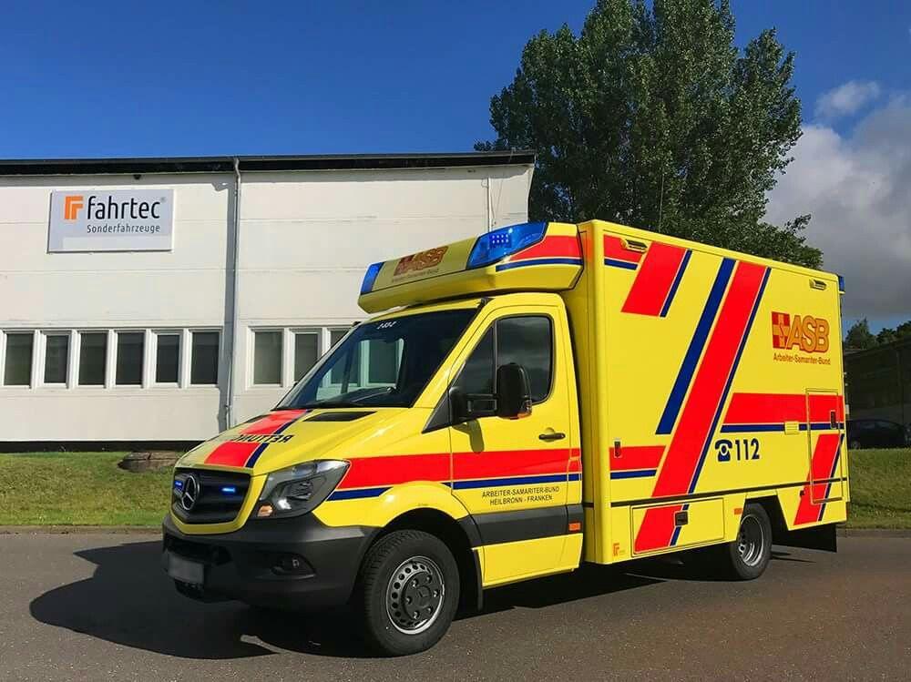 Heute Vormittag Machte Sich Ein Neuer Rettungswagen Für Den