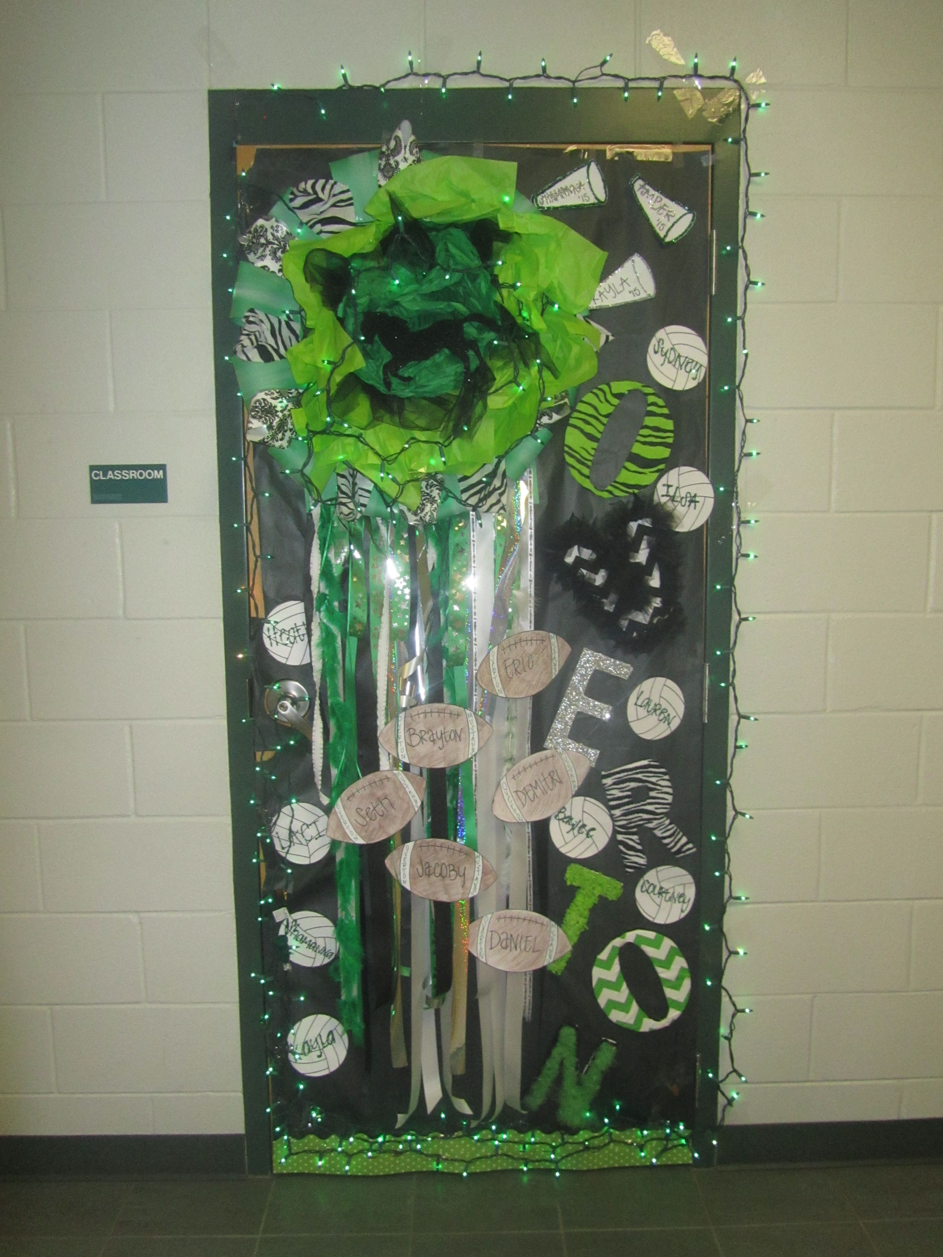 green classroom decorations (homecoming door-decorating ...