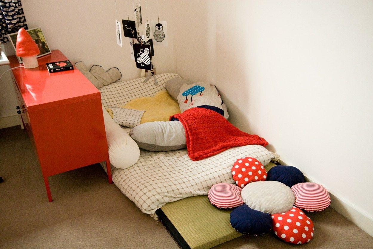 Un lit au sol pour mon petit prince   Lit au sol, Chambre ...