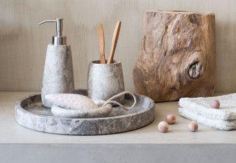 Standfeste Bad Accessoires aus Marmor mit ausgefallener Formgebung ...