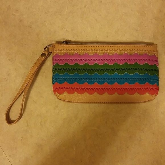 Relic wristlet Colorful Relic wristlet. Has zipper pocket on the back, large zipper on top. Inside has drivers license slot, 4 credit card slots and a zipper pocket. Plenty of room for a wristlet! Man made material. Very good condition. Relic Bags Clutches & Wristlets