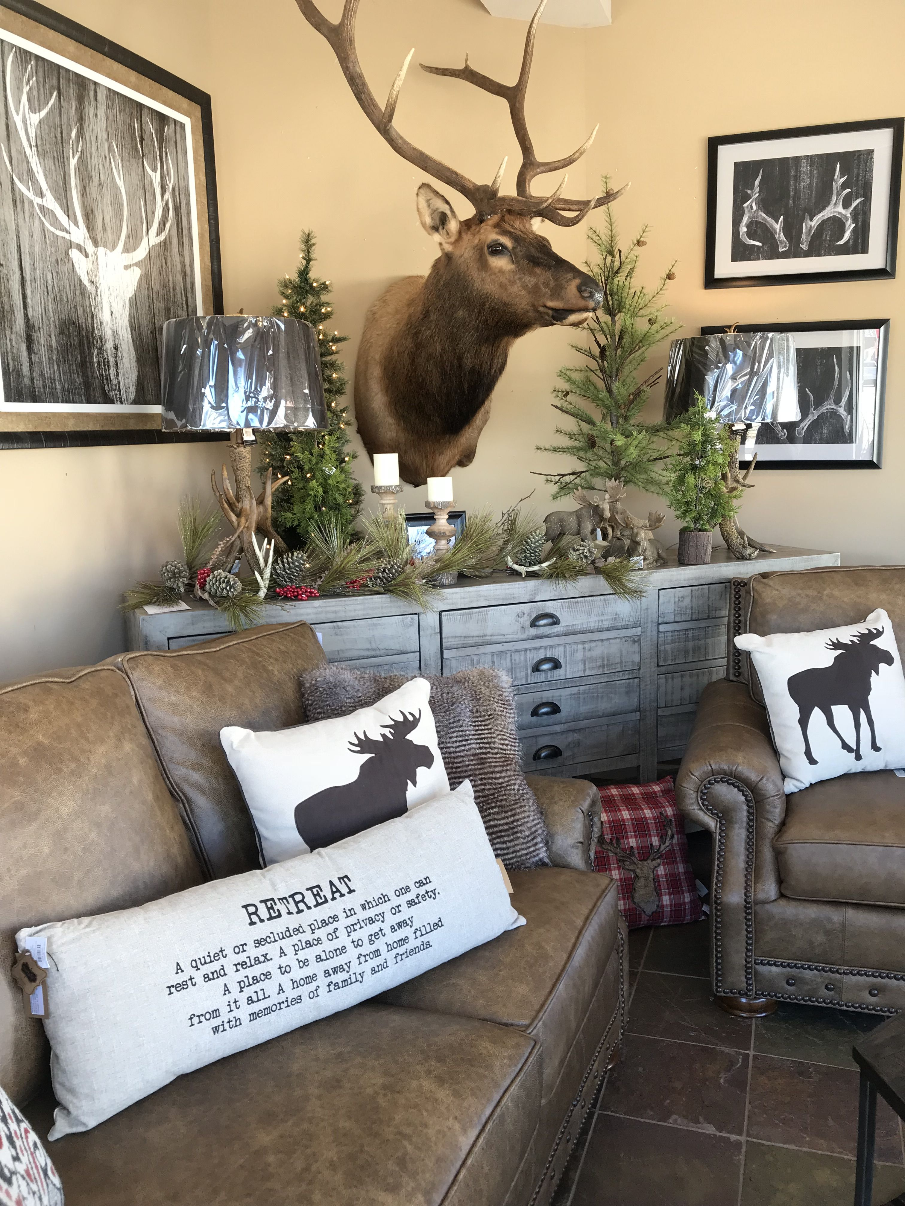 Pin By Cynthia Ford On Home Decor Hunting Decor Living Room Hunting Home Decor Western Living Room Decor