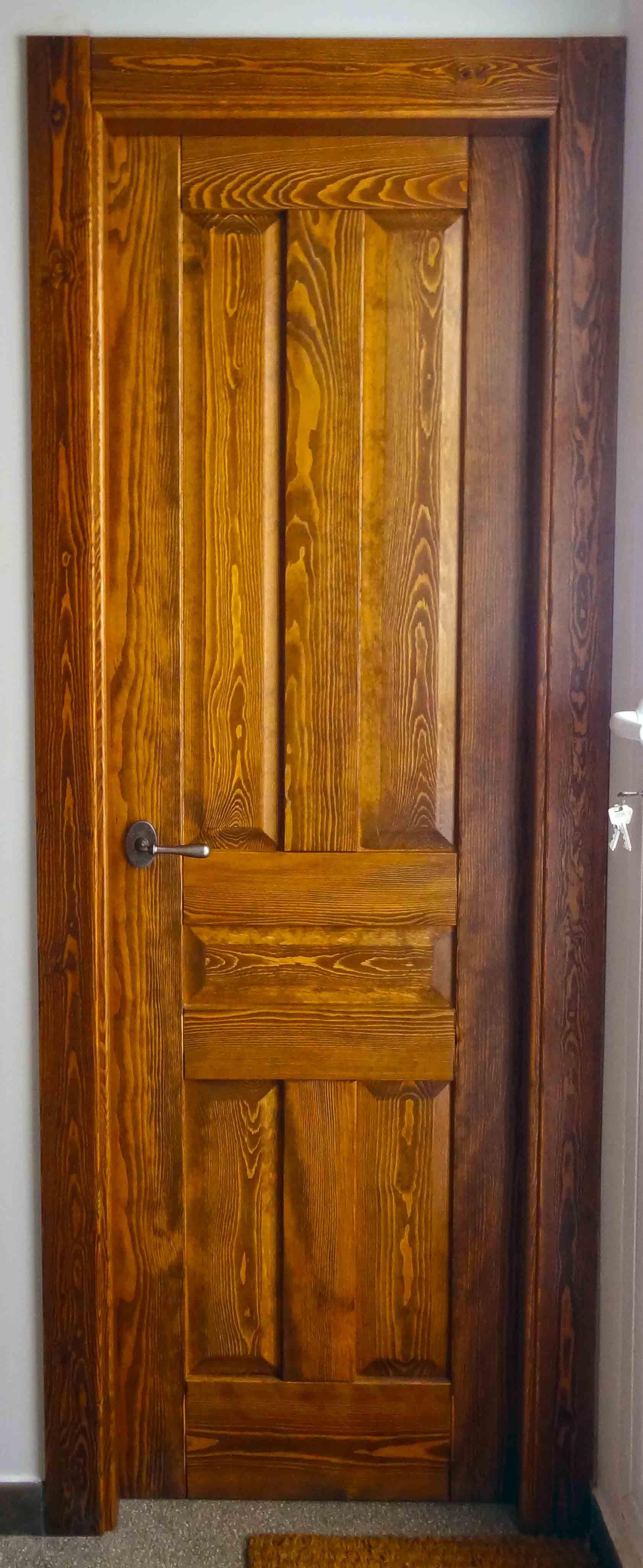 Puerta r stica en madera maciza de iroko trabajos for Puertas rusticas en madera