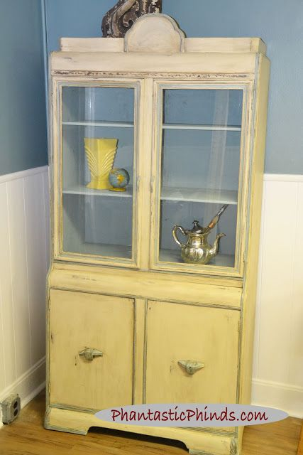 Phantastic Phinds: Old White & Duck Egg How To Use Chalk Paint® 1920's Hutch  -  The angle of the light makes it look a bit yellow but it's not.