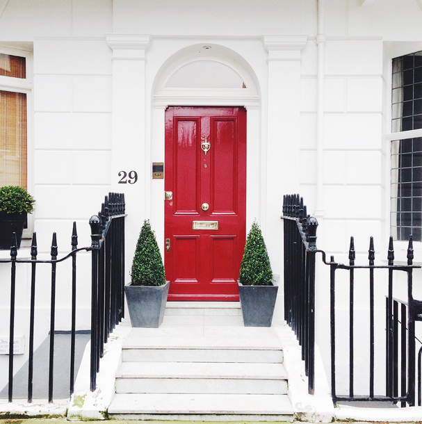 the cutest little red door in little old london london pinterest t ren. Black Bedroom Furniture Sets. Home Design Ideas