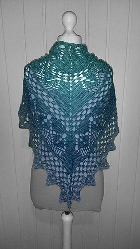 Calypso - free crochet triangular V shaped shawl pattern in English ...