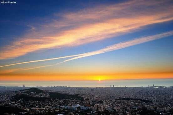 Surt el sol a Barcelona.