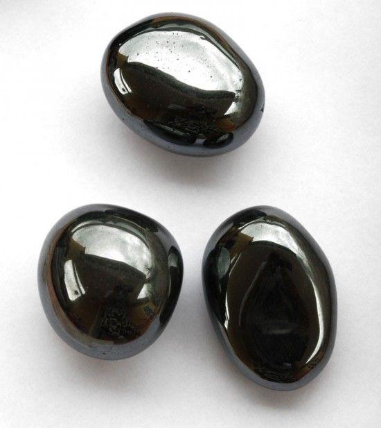 la pierre h matite en magie et rituels magiques l h matite est une puissante pierre noire son. Black Bedroom Furniture Sets. Home Design Ideas