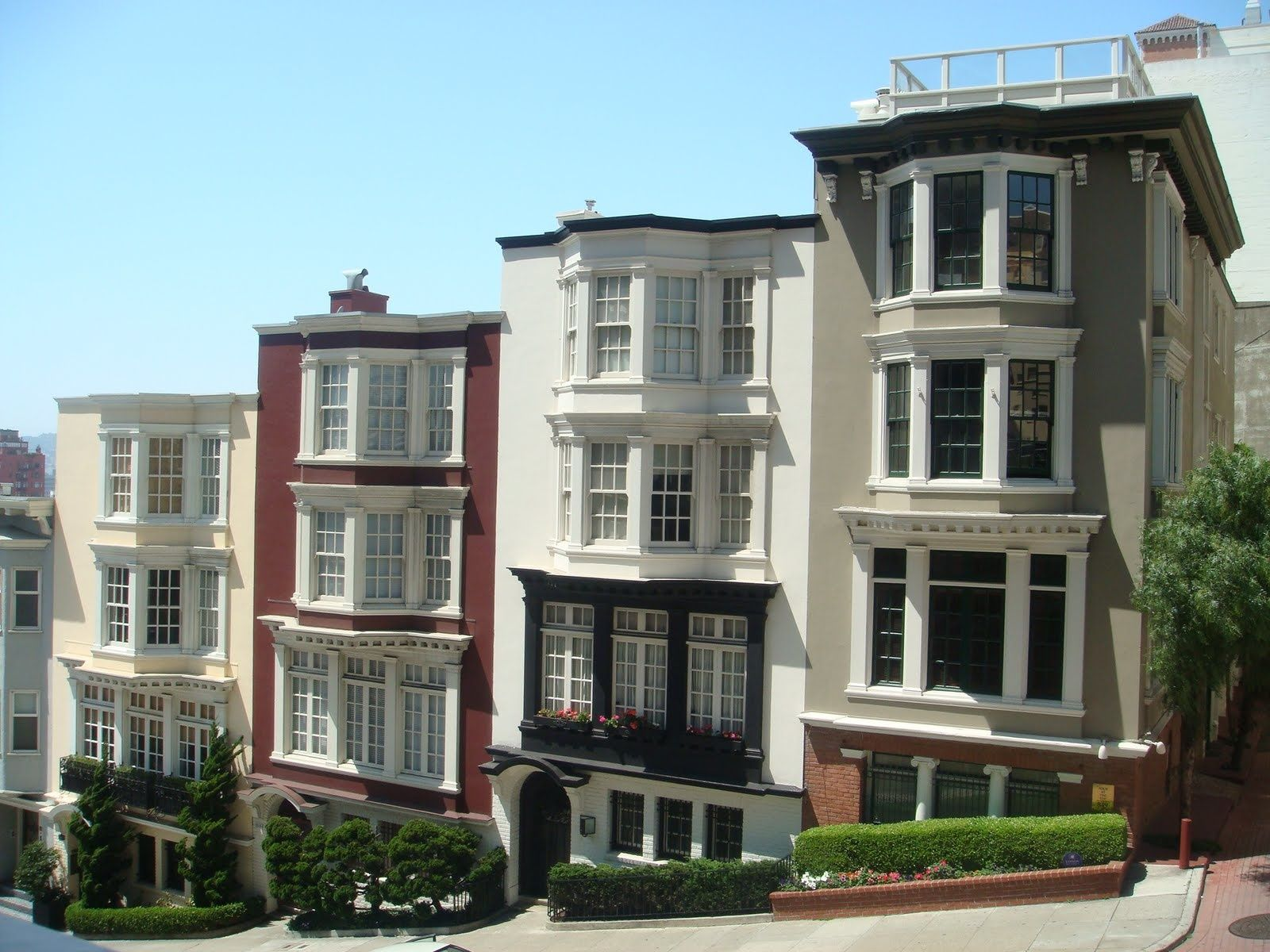 Beautiful cityscape view from row houses in San Francisco.