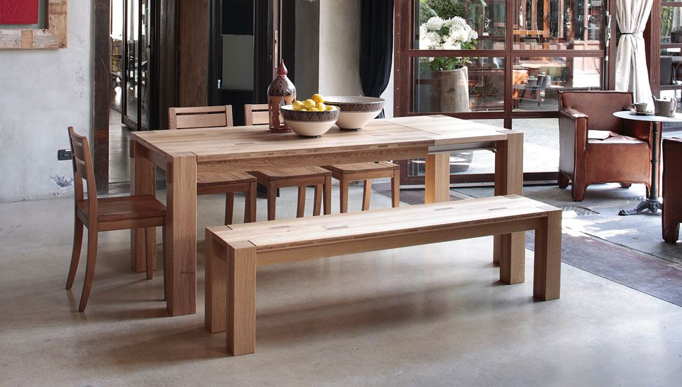 Mesa de comedor robusta, en madera maciza, con sillas o ...