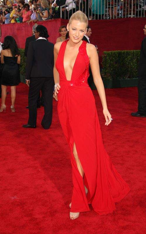 THE red Versace dress | ALEXIS' WARDROBE | Pinterest | Red carpets ...