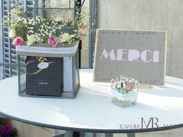 urne de mariage cage accessoiris e de fleurs roses et gypsophile lin et dentelle petit. Black Bedroom Furniture Sets. Home Design Ideas