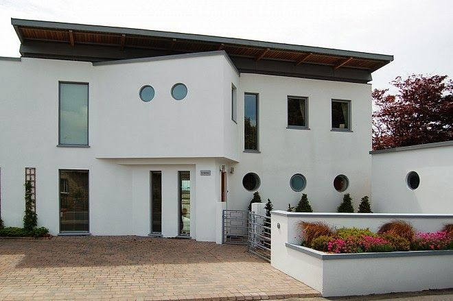 Presentamos Una Seleccion De Diversos Disenos De Modernas Ventanas De Amplia Difusion En Europa Y Estados Un House Exterior Contemporary Windows Exterior Doors