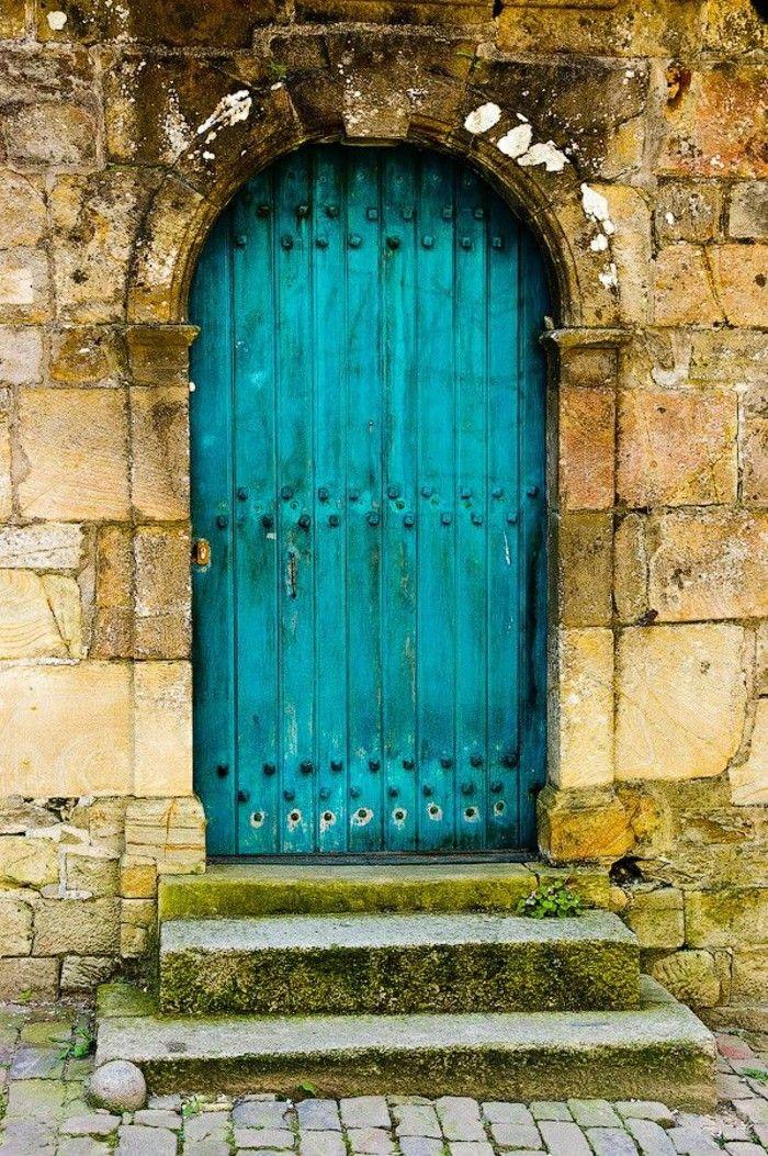 Puerta de madera pintada de color turquesa casas - Colores de puertas de madera ...